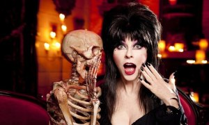 """Elvira hosted a Halloween Special """"Storage Wars: Scariest Lockers"""" Limited Episode"""