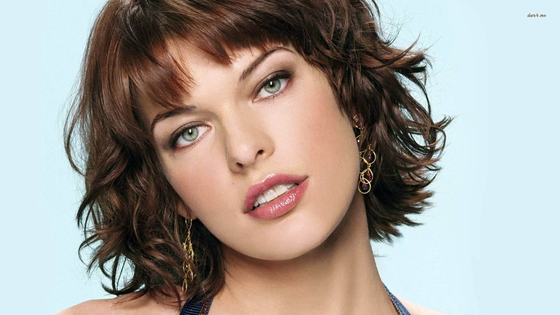 Mila Jovovich Sexy Pictures