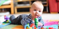 أهمية الحركة واللعب للأطفال الرضع