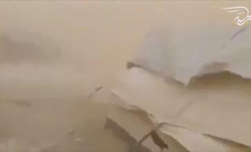 فيديو: عاصفة رملية تضرب مخيمات النازحين في دير الزور