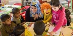 سمسم يساعد أطفال سوريا اللاجئين على استعادة حياتهم