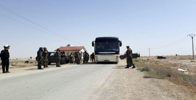 خروج الدفعة الأولى من مهجري ''الضمير'' للشمال السوري