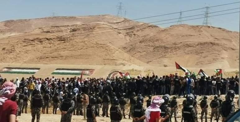 أردنيون يزحفون نحو فلسطين ويطالبون بفتح الحدود