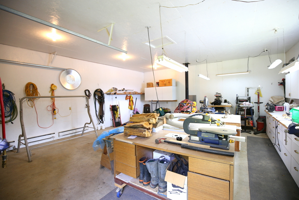 Gorgeous Lakefront Home with Workshop for Sale! 4351 Bayview Drive Horsefly Lake, BC