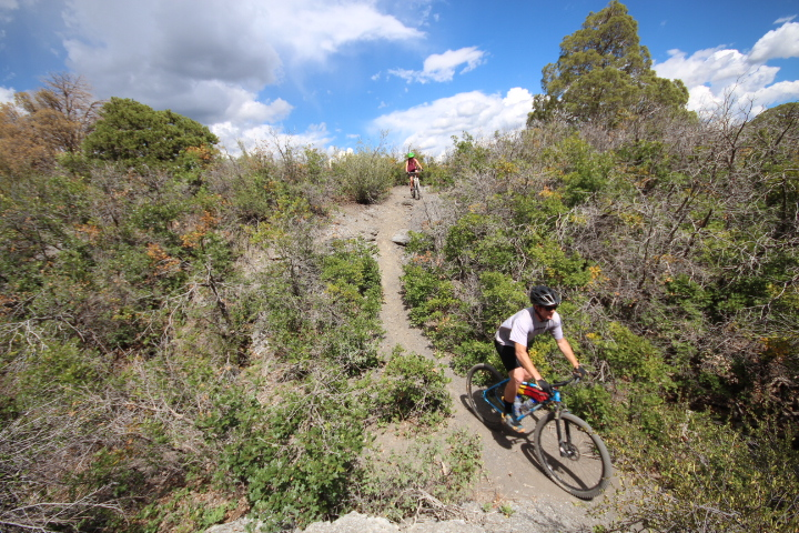 Two riders on an unnamed trail segment above Grabens Loop.