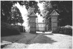 Indgangsparti til Nebel kirkegård. Foto 2008