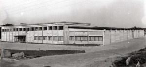 Den nye bygning på Ternevej i april 1969. Stadig ikke færdig. Indflytningen skete 16-18. maj og den første aktion blev holdt mandag den 19. maj 1969. Der manglede på dette tidspunkt stadig mange ting, men man kunne dog være her og arbejde.