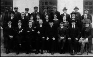 Personalet ved Østergaards Frøavls 40 årsjubilæum i 1924. På første række nr. 5 fra venstre ses Rasmus Østergaard.