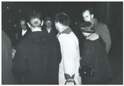 Billede fra Horsens Banegård til Australien. Bedstemor og bedstefar står midt i billedet. Helt præcist er det fra den 7. oktober 1956 klokken 23:20