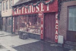 Facaden af Kaffehuset, Thonbogade 12. Julen 1976 B1404