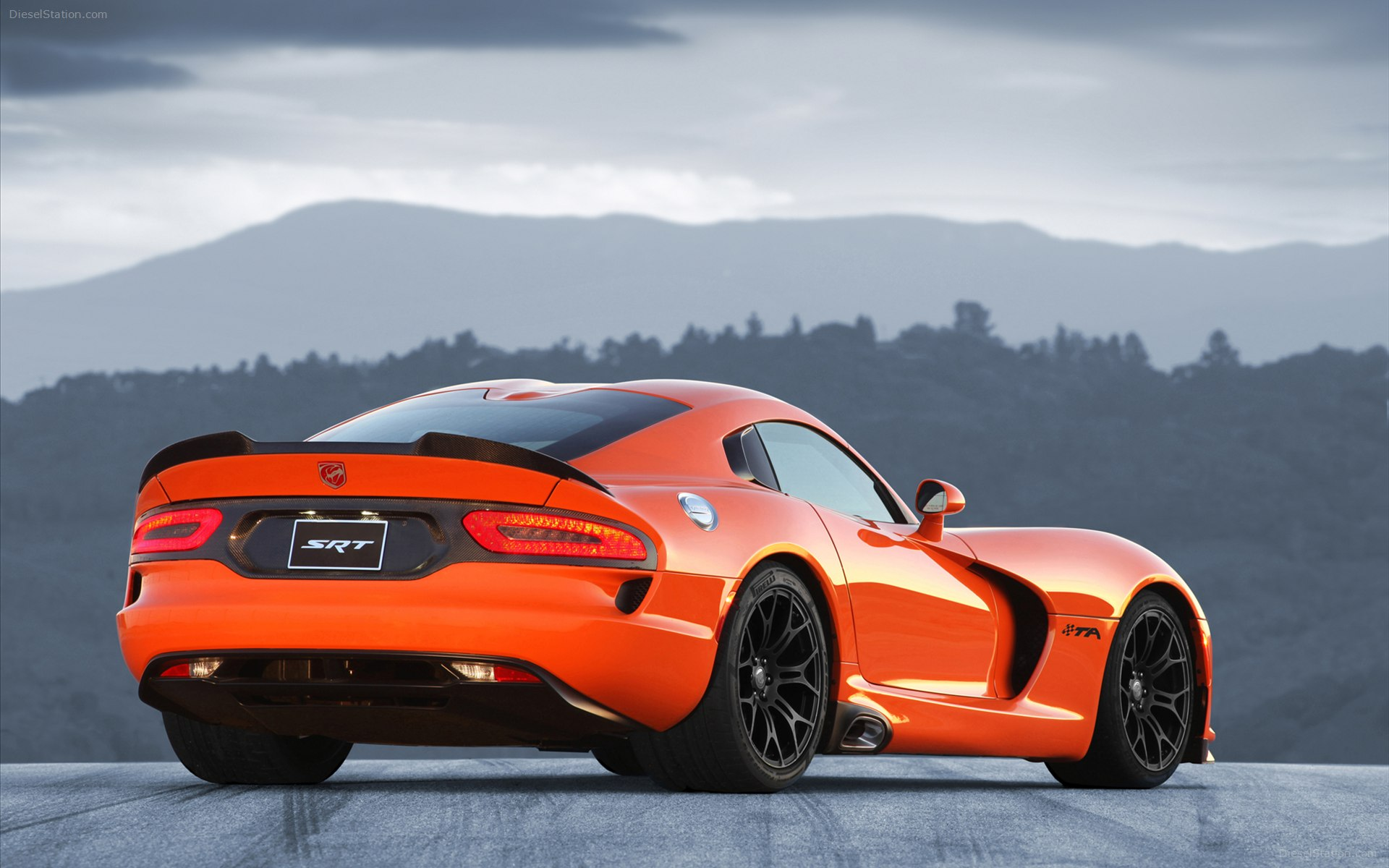 2014 dodge srt viper ta back left view