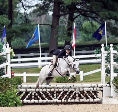 Emma Kurtz Dominates Green Pony Hunters at 2013 USEF Pony Finals