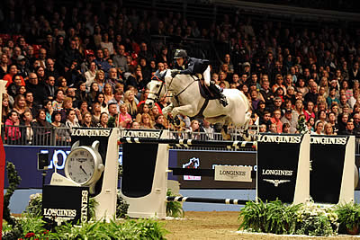 Van der Vleuten Victorious in Thrilling Longines Leg at Olympia