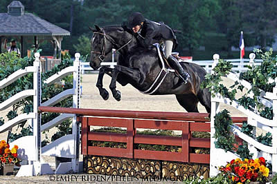 Kelley Farmer and Mindful Victorious in $15,000 USHJA International Hunter Derby Kentucky Spring Horse Show