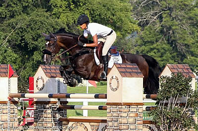 Mavis Spencer Claims Win in 1.40m Open Jumpers at Kentucky Summer Classic