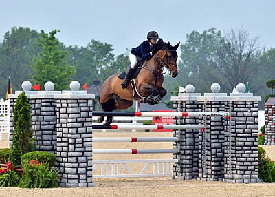 Eve Jobs Jumps to $35,000 Hagyard Lexington Classic Victory with Charleville