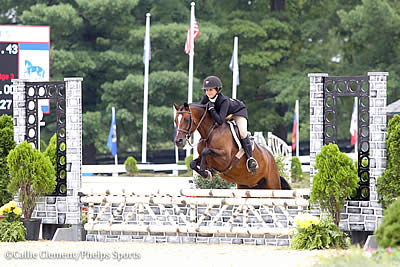 Samantha Takacs and Grace Debney Earn Green Hunter Tricolors at USEF Pony Finals