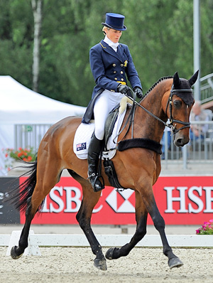 Lucinda Fredericks and Flying Finish lead the field in the 4* at  Luhmühlen, the penultimate leg of the HSBC FEI Classics series.