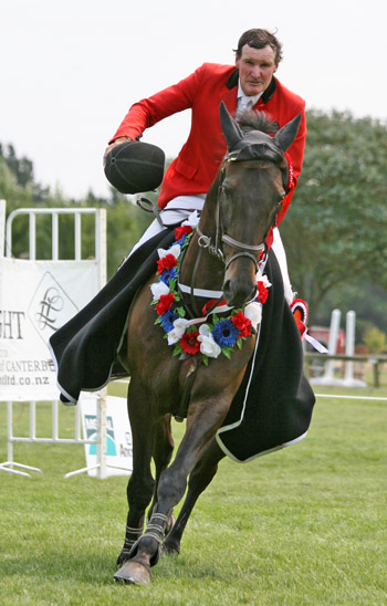 Maurice Beatson and My Gollywog after their win in the NZ Senior Horse Championship in 2009.