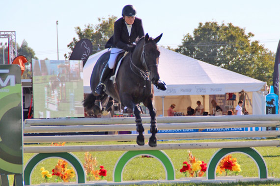 Merrain Hain on Untouchable in theopen 1.10m show hunter class in the Premiere Ring.