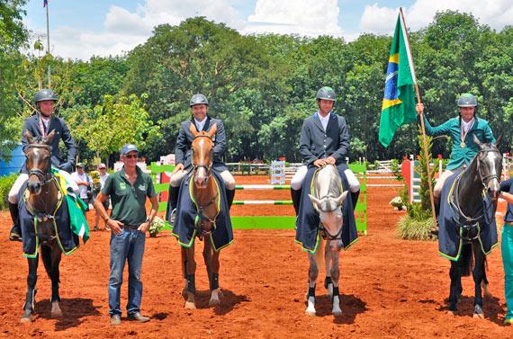 The winning Brasilian team, from left, Henrique Pinheiro on Land Quenote do Feroleto, coach Mark Todd, Serguei Fofanoff on Estiva TW, AndrŽ Paro on CDC Superstar and Marcio Carvalho Jorge on MCJ Coronel.