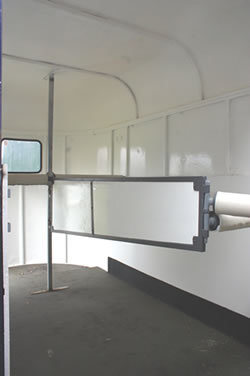 A centre partition with plenty of space underneath, and well-padded rear bars.