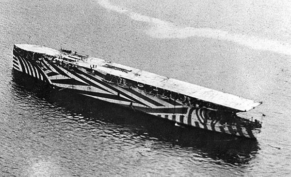 The ship HMS Argus in 1917 in dazzle camouflage. Photo: Unknown US Navy personnel, public domain, via Wikimedia Commons