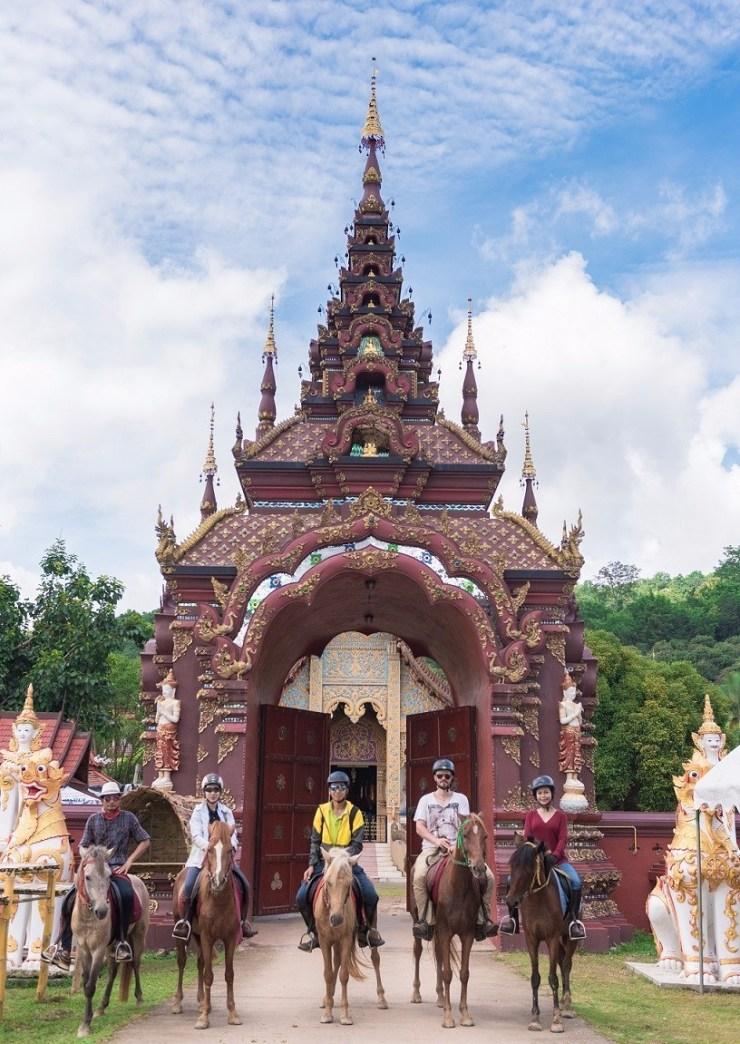 Horse-Riding-Thailand-Chiangmai-Temple