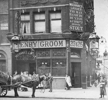 Picture of junction of Sidmouth Street and Grays Inn Road, London, circa 1910