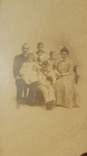 Mackinnon-family,-1909-W