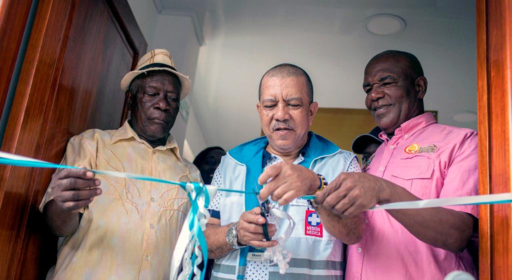 Inauguración Puesto Salud Las Mercedes. En la foto: Isaías Chalá, Alcalde de Quibdó; Dr. Wilman Yurgaky, Gerente del Hospital y Representantes de la Comunidad
