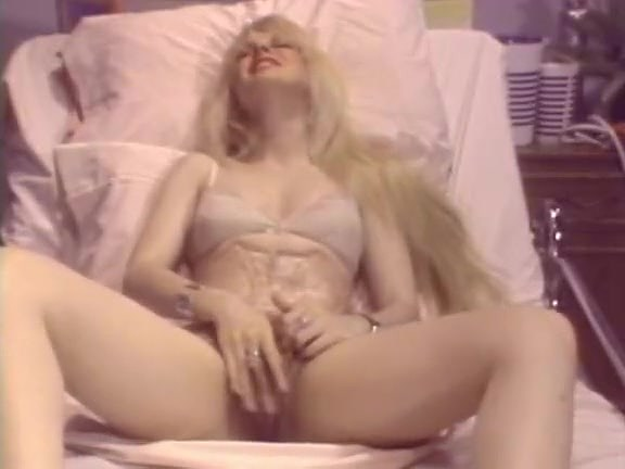 Siobhan Hunter, Nina Preta, Cassandra Leigh in vintage sex video
