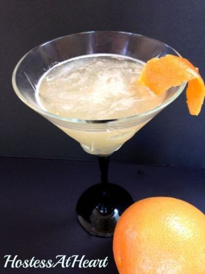 This Grapefruit Martini is bright, slightly sweet and easy to drink. Just sit back and let your troubles melt away! | HostessAtHeart.com