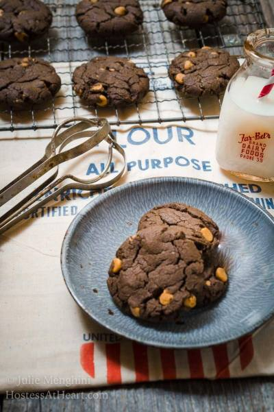 No-Chill Dark Chocolate Peanut Butter Cookies are magic little discs of delicious decadence that will soon become one of your most requested cookies! | HostessAtHeart.com