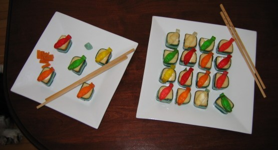 INGREDIENTS: Hostess Twinkies snack cakes assorted dried fruits assorted fruity decorative candies 2green fruit leather dried mango DIRECTIONS: Slice Twinkies into pieces about an inch tall. Slice fruit rollups in […]