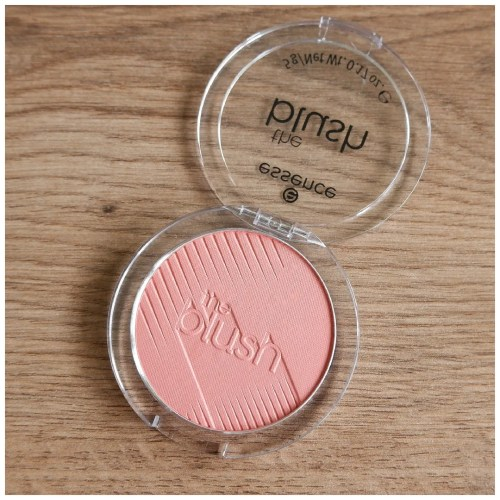 essence the blush review swatch 30 breathtaking makeup look application fair skin dry skin