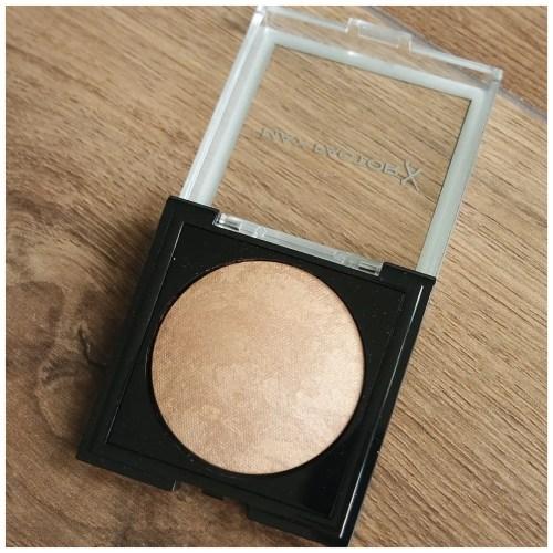 max factor creme bronzer 05 light gold review swatch makeup look application fair skin