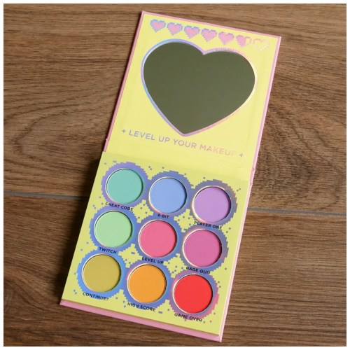 sugarpill funsize eyeshadow palette review swatch makeup look 3 looks 1 palette fair skin