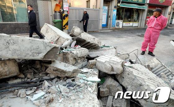 韓国、震度4で1千棟が損壊 韓国社会に衝撃 地震大国・日本との協力に関心が高まる