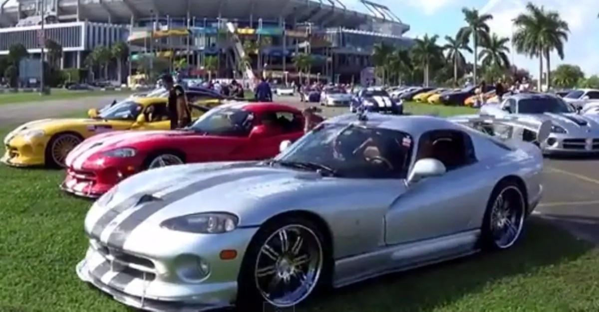 dodge viper invasion american sports car