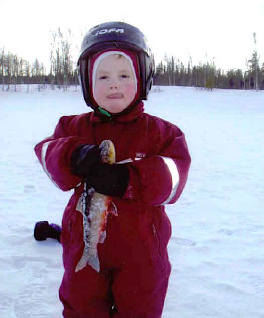 Ung pimpelfiskare i Hotagsbygden. Foto B-I Nilsson