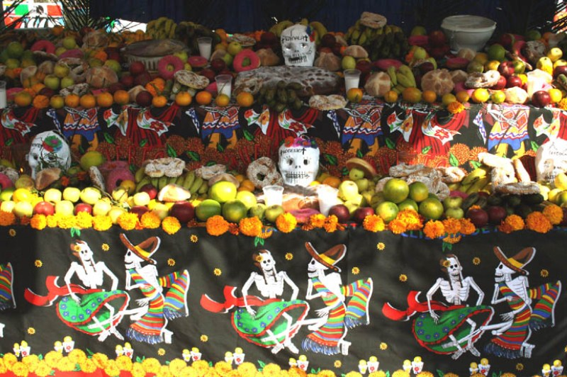 5  Increíbles ofrendas para visitar este día de muertos - jc_manueco_dia_de_muertos