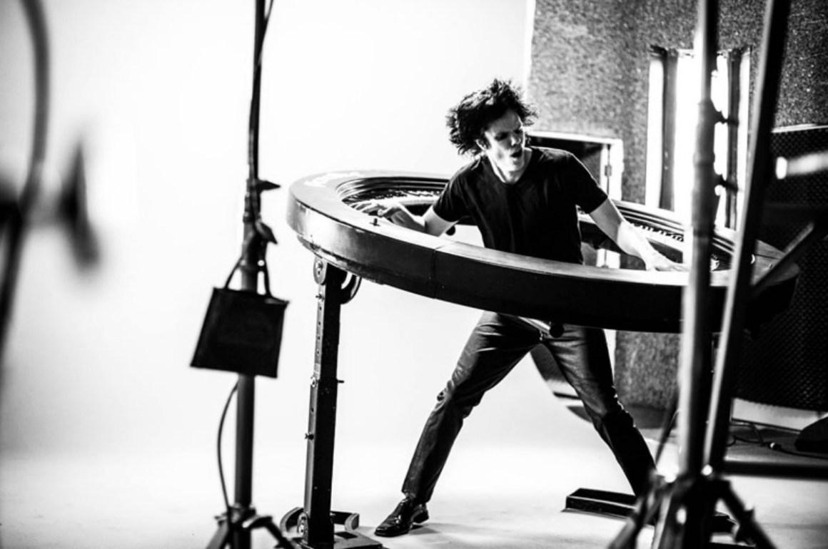 El pianista de Lady Gaga inventa un teclado de 360º - Piano_03