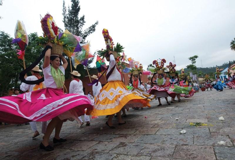 El festival cultural más esperado de Oaxaca: La Guelaguetza - 01_guela-1024x696