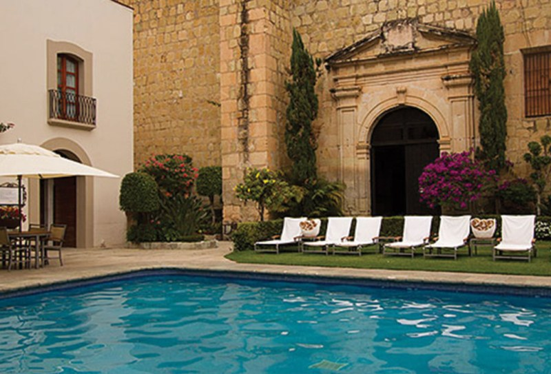 https://www.differentworld.com/mexico-hotels/quinta-real-oaxaca/images/quinta-real-oaxaca-pool2.jpg