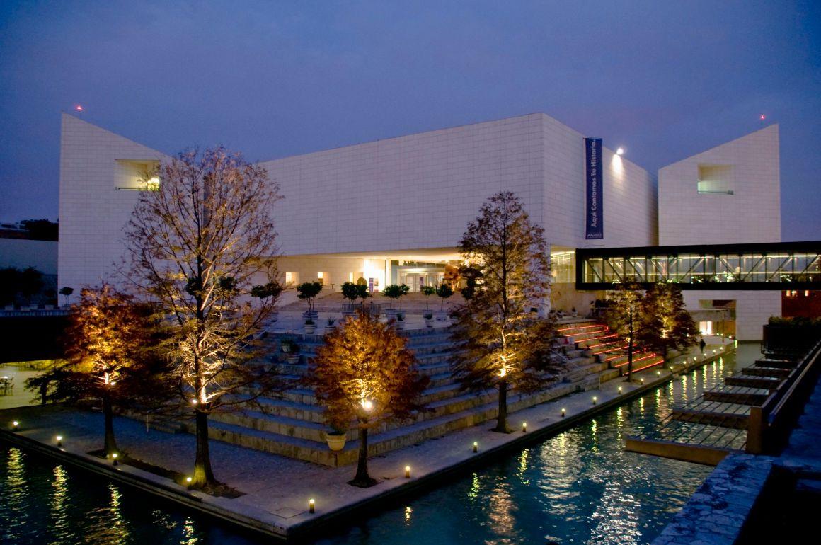 Monterrey, de Trabajo, Cerros y Caprichos - Exterior del Museo de Historia Mexicana