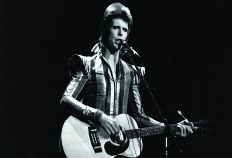 20 cosas que no sabías de David Bowie  - davidbowie_hotbook_02-1024x696