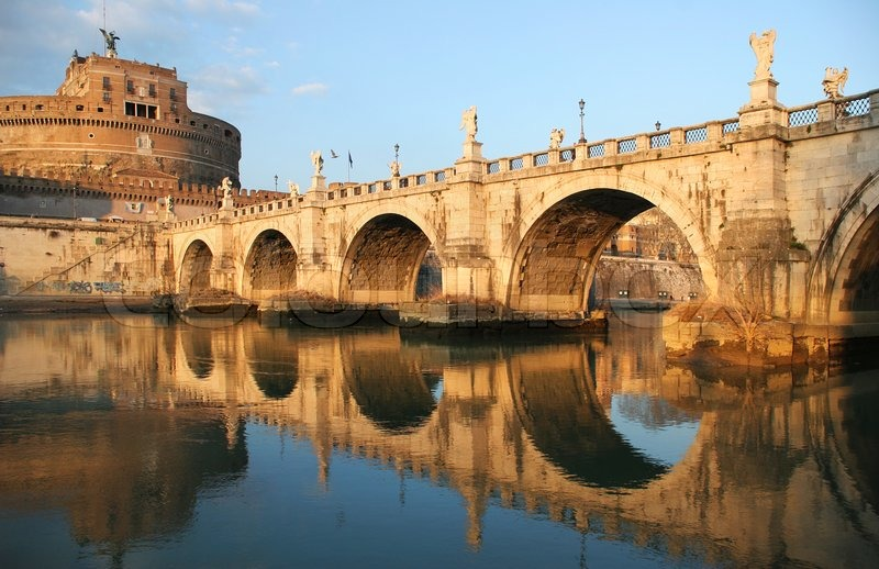48 horas en Roma - 2370199-view-on-famous-saint-angel-castle-and-bridge-over-the-tiber-river-in-rome-italy