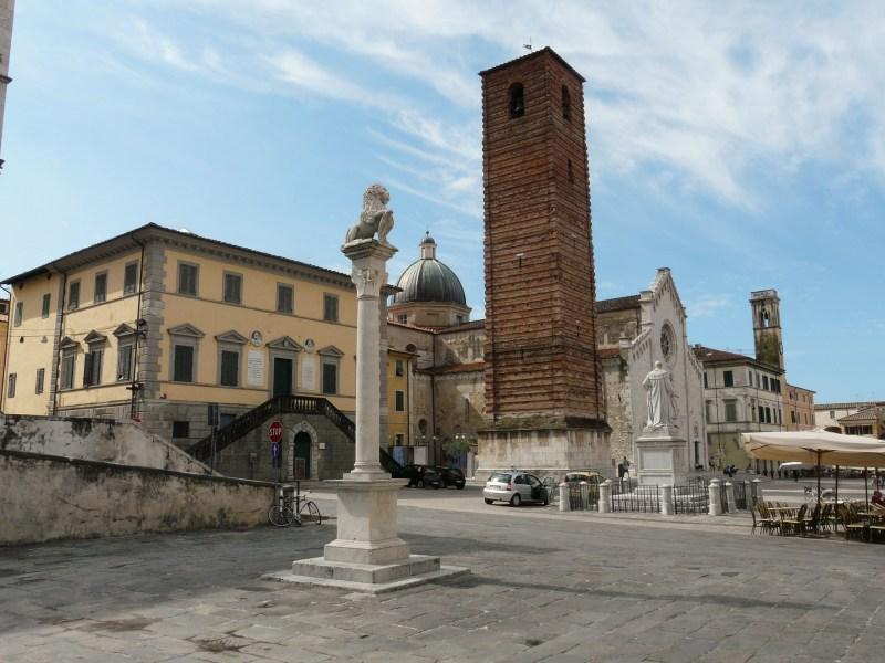 48 horas en Forte dei Marmi - pietrasanta-piazza_del_teatro2