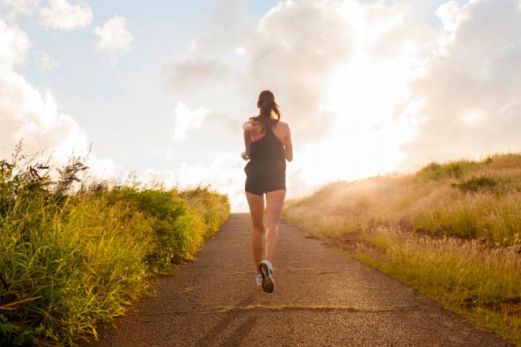 Relajación en movimiento - correr-en-subida-750x500